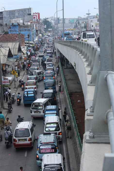 situasi jalan di sekitar Pasar Ciputat