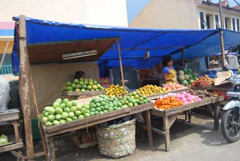 penjual buah di Pasar Ciputat