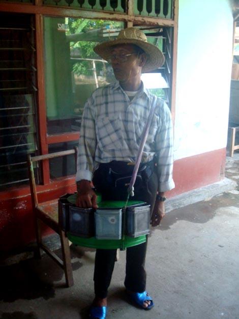 Mamiq Kartini dengan kotak