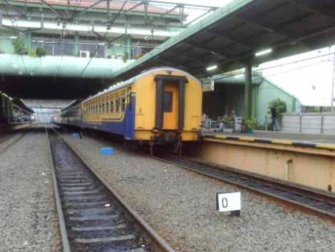 Kereta Bengawan yang belum dipasangkan lokomotif