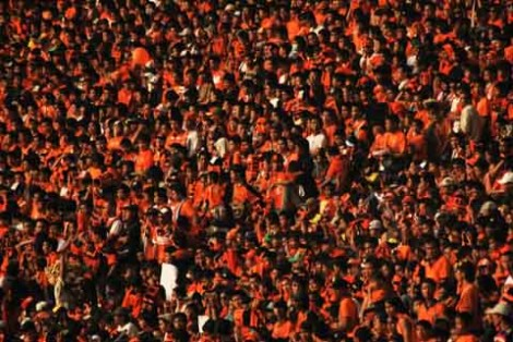 Lautan Oranye The Jakmania memenuhi stadion