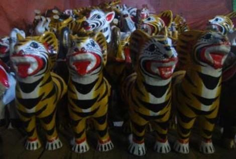 Kerajinan tangan berbentuk Harimau, khas Sekaten