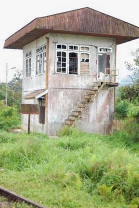 Rumah sinyal B, tak terawat lagi