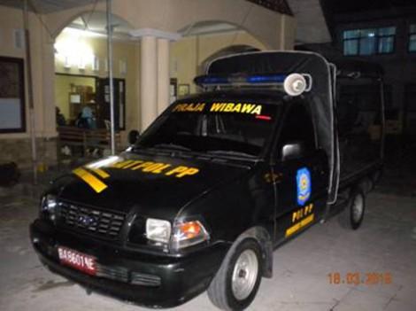 Mobil Satpol PP yang membawaku