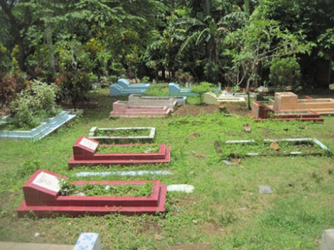 Kuburan yang terdapat di dalam Jalan Kober