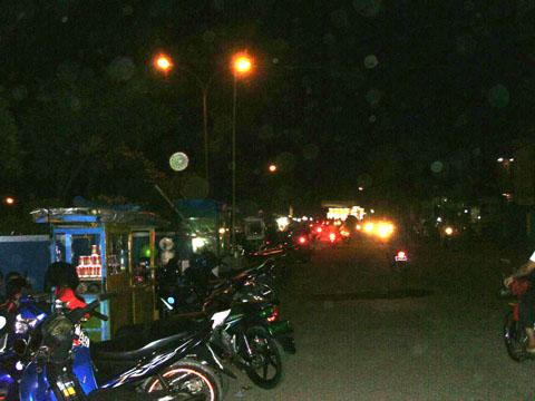 Para pedagang kaki lima di sekitar Balong