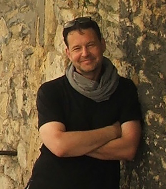 Declan Hill (Gambar diakses dari http://www.amazon.com/Declan-Hill/e/B004MSDPDU/ref=dp_byline_cont_book_1)