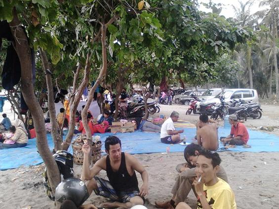 Suasana di Pantai Nipah.