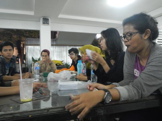 Anggota KPU pada saat rapat evaluasi
