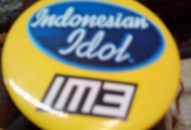 The Indonesian Idol pin was Dulon's only token of the audition in Jakarta
