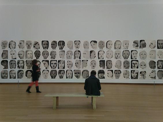 Models (1994) karya Marlene Dumas, di Museum Stedelijk, Amsterdam, Belanda.