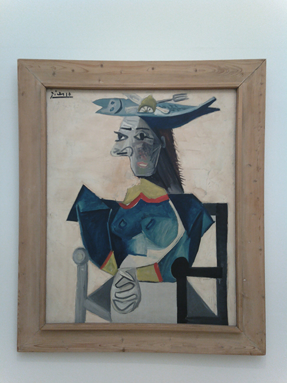 Seated Woman with Fish-Hat (1942) karya : Pablo Picasso.