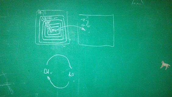 Ilustrasi Reinaart seni partisipatif yang ia gambarkan di papan tulis di ruang tamu rumahnya.