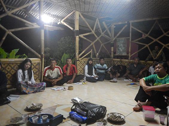 Kegiatan workshop akumassa di Saung Ciranggon.