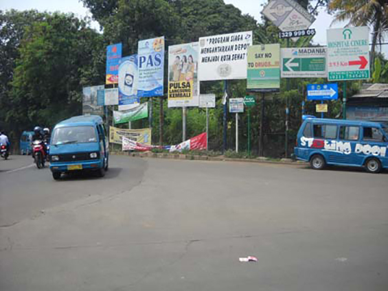 The Parung Bingung 3-way intersection: a left turn towards Parung, a right turn towards Cinere, and a road from the opposite direction towards Depok City Terminal