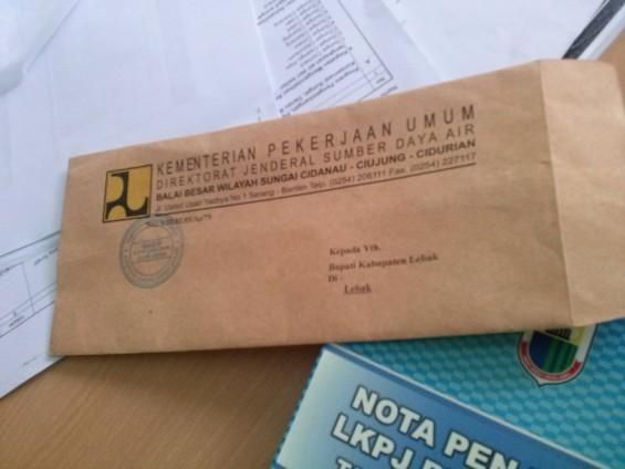 Amplop Surat Untuk Bupati Lebak dari Kementrian Pusat tentang Sungai Ciujung.