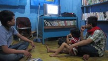 Paul (right) was watching the Depok akumassa's video.