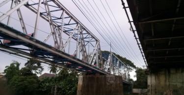 Jembatan Dua Terlihat dari Bawah