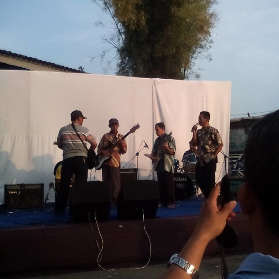 """Lansia Band tampil di KALEIDOSKOP """"Jauh Dekat 2015"""" (Foto dari akun instagram @kaleidoskop.project)."""