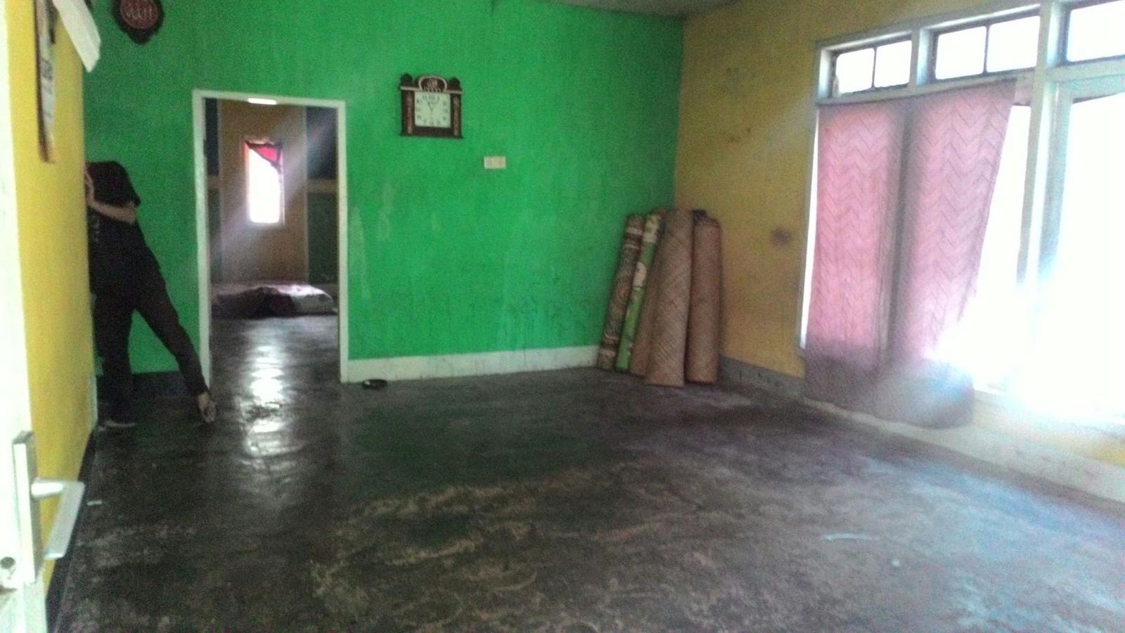 Salah satu penampakan ruangan dalam rumah yang terlekat di Sira Daya.