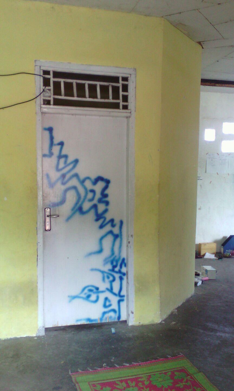 Pintu kamar sepupu Siba.