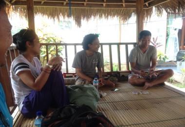 LOMBOK UTARA, 20 Januari, 2016: akumassa Chronicle mengunjungi Kepala Desa Gili Indah [Kiri ke kanan: Otty Widasari, Muhammad Gozali, Taufik (Kades Gili Indah)].