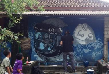 LOMBOK UTARA, 24 Februari, 2015: The Broy membuat karya mural tentang masyarakat pesisir di tembok-tembok rumah di Jalan Bangsal Baru, sejak tanggal 22 Februari, 2016.