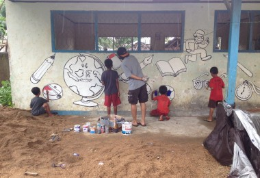 NORTH LOMBOK, February 3rd, 2016: The Broy was collaborating with the children making the mural.