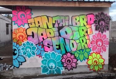 """LOMBOK UTARA, 8 Februari, 2016: """"SANTAI BRO, JADI DIRI SENDIRI"""" (2016) karya Bujangan Urban, di area Bangsal, Kecamatan Pemenang, Lombok Utara."""