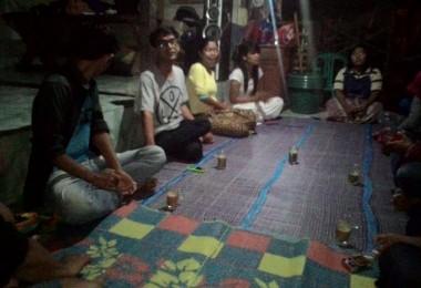 LOMBOK UTARA, 2 Februari, 2016: Sulung Widya Prasastyo, Baiq Ilda Karwayu dan Khairunnas Mahadi (partisipan akumassa Chronicle) berkunjung untuk kedua kali ke Komunitas Kearifan Lokal Tebango (K2LT).